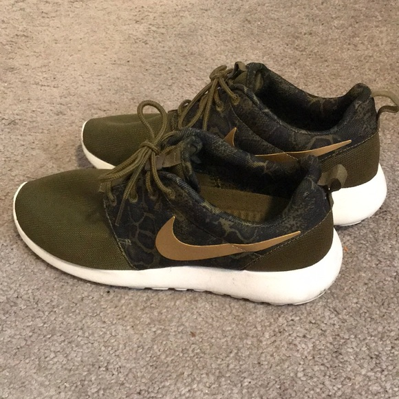 7a7756cc5636f ... black 79fb3 0e8d6  discount code for nike roshe run sneaker 3ed3f bef38
